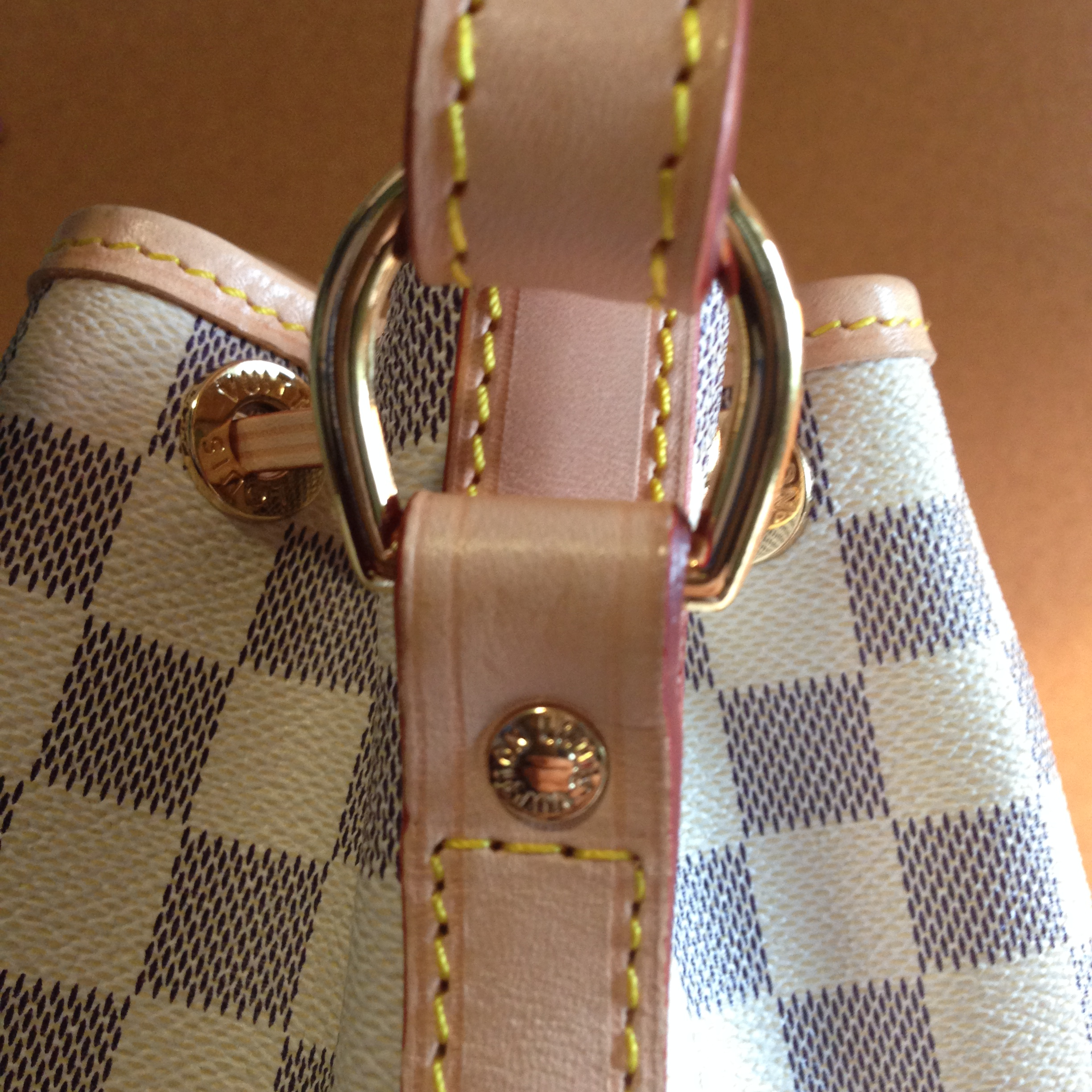 how to tell if a louis vuitton purse is real