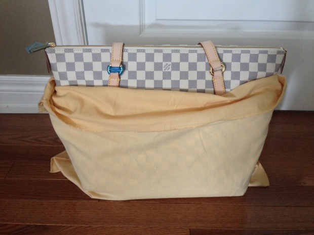 louis-vuitton-replica-totally-gm-damier-azur