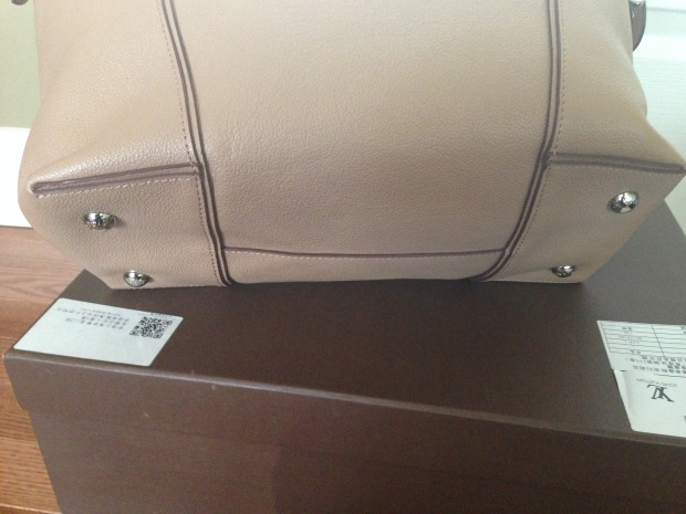 louis vuitton soft lockit beige replica vs authentic fake vs real bottom of bag