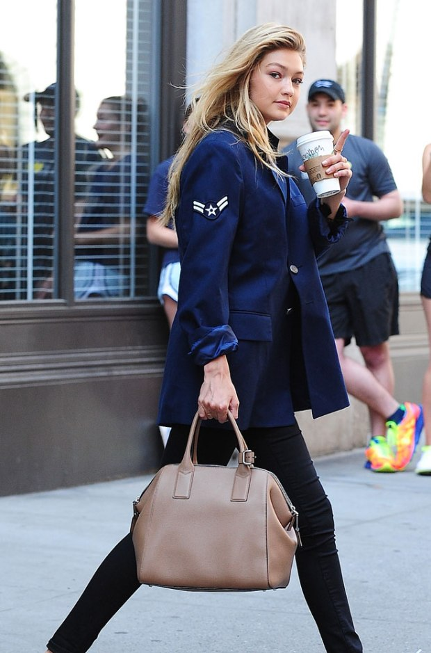 gigi-hadid-marc-jacobs-icognito-bag